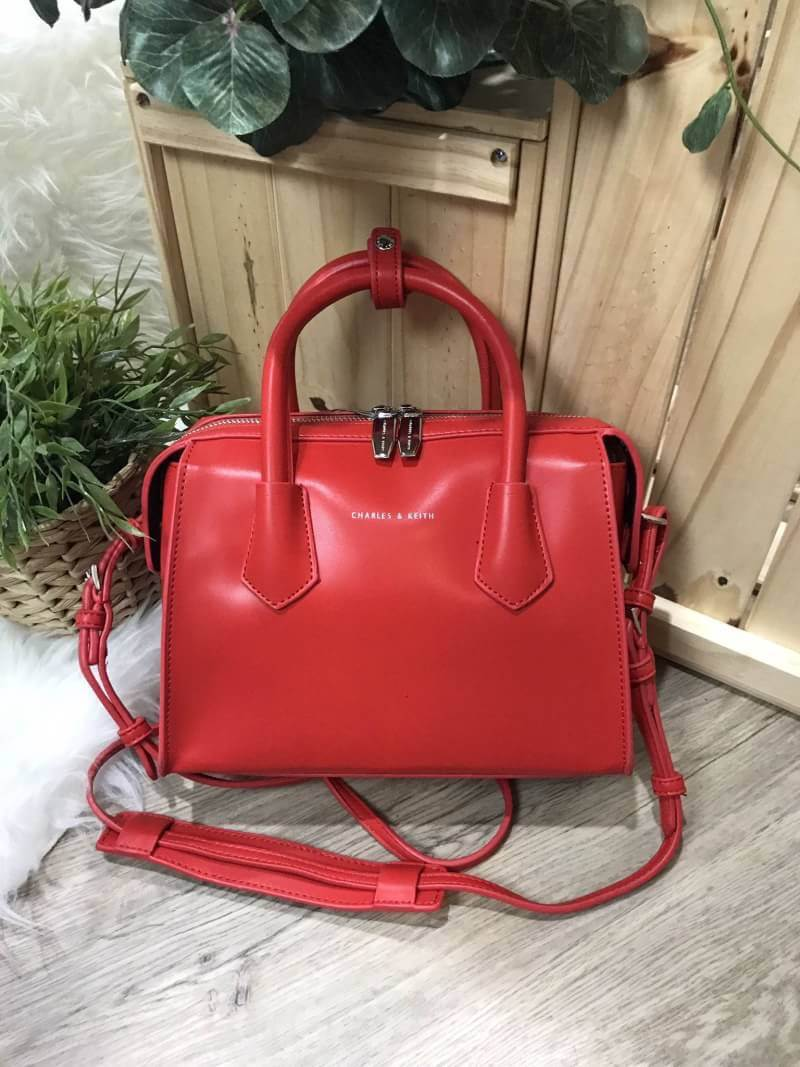 CHARLES & KEITH DOUBLE ZIP STRUCTURED BAG *แดง