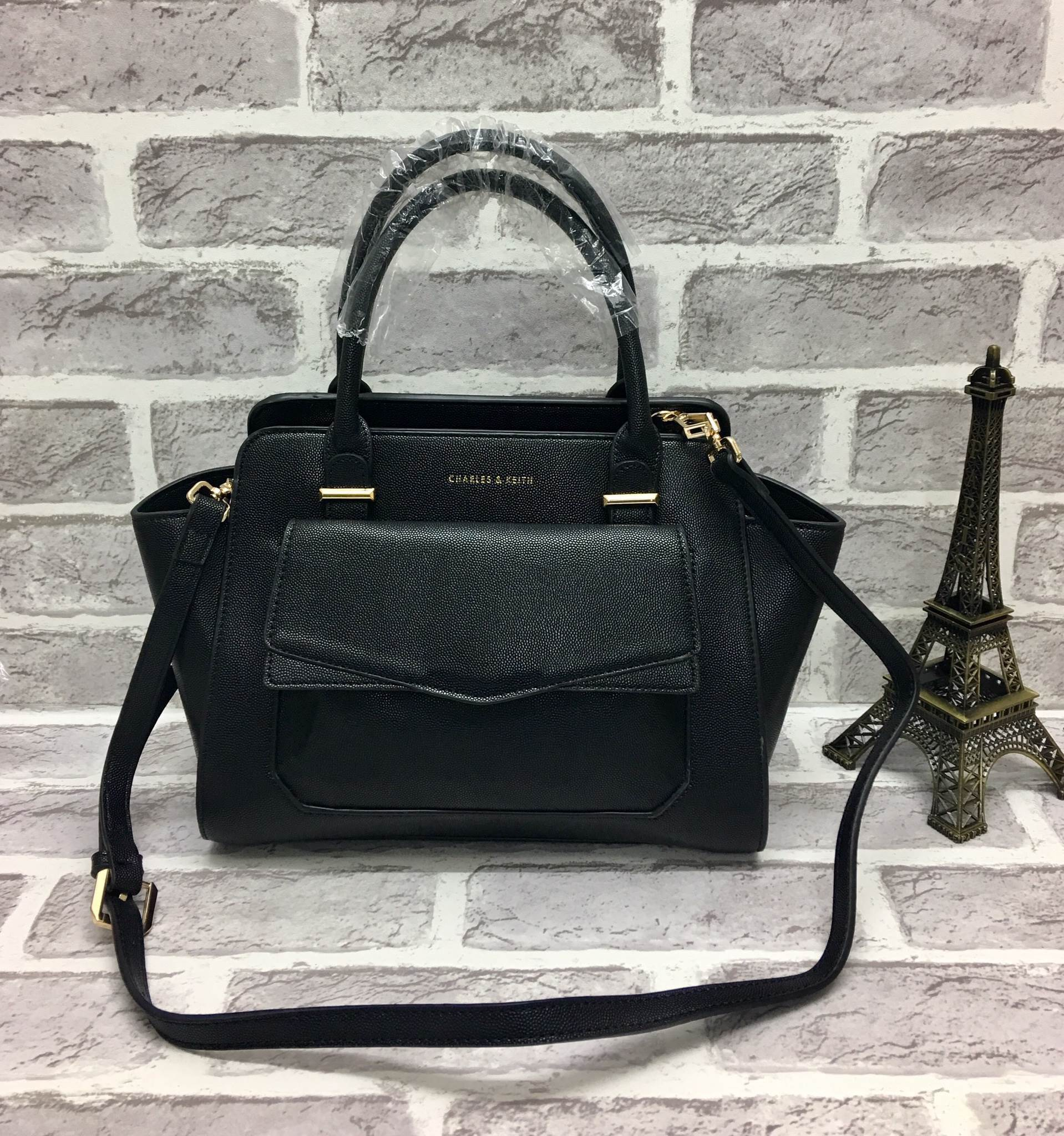 CHARLES & KEITH STRUCTURED TRAPEZE BAG *ดำ
