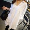 เสื้อเชิ้ตแฟชั่นแขนยาว คอวี กระเป๋าหน้า สีขาว