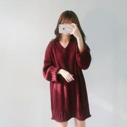 Sweater เสื้อไหมพรมตัวยาวหลวม คอวี สีแดง