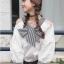 เสื้อแฟชั่นเกาหลี แขนยาวสีขาว แต่งเปิดไหล่ คอเสื้อผูกโบว์ thumbnail 1