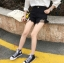 กางเกงยีนส์สีดำ ขาสั้น แต่งขาด ต่อผ้าตาข่ายสีดำ thumbnail 4